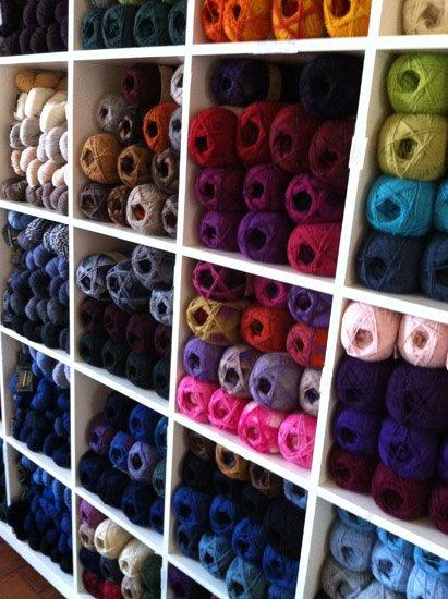 Esperimenti, lavori, manufatti, ambientazioni, prototipi in Knit-House.